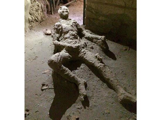 При раскопках вПомпеях археологи отыскали скелет без головы