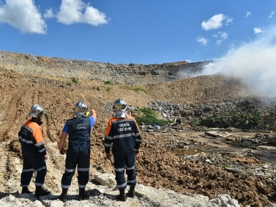 В эти минуты на полигоне ТБО в Съяново борются с очагами возгорания