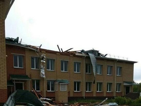 В Чувашии шквалистый ветер повредил крыши трех школ и обесточил 4 тысячи домов