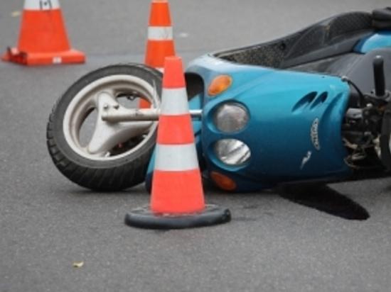 В Мичуринске подросток на скутере получил серьезные травмы после наезда на бетонный блок