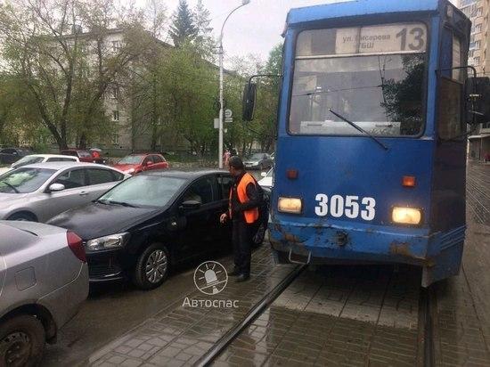 Трамвай №13 вновь попал в ДТП в Новосибирске