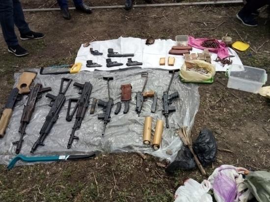В Самарской области ФСБ нашли схрон с оружием, принадлежащего преступной группировке