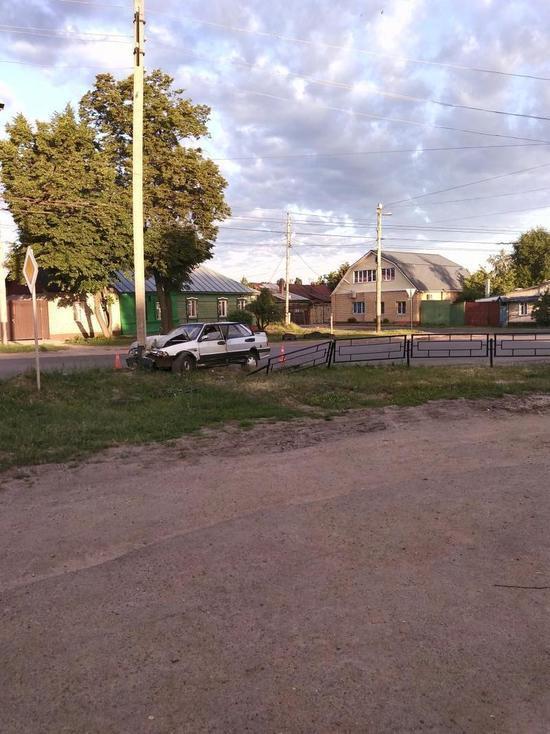 В Тамбове пьяный водитель врезался в столб: есть пострадавшие