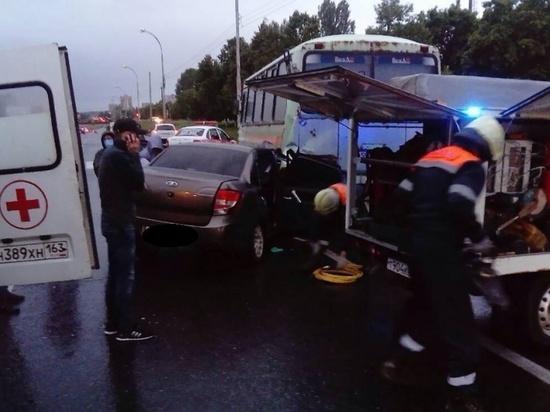 В Тольятти «Гранта» врезалась в автобус «ПАЗ»