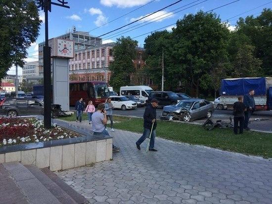 Авария с пострадавшими собрала полукилометровую пробку на проспекте Ленина