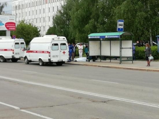 Мужчина умер возле детской больницы в Новочебоксарске