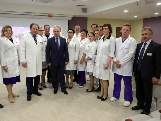 «Вы президент?»: Путину в больнице предложили поцеловать маму