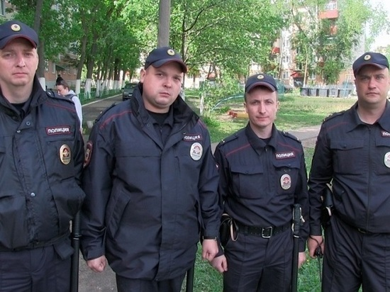 Полицейские из Калуги спасли в Саранске во время пожара двух человек