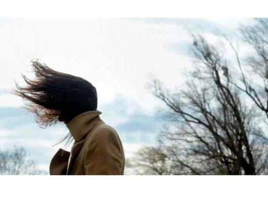 В Астраханской области двоих детей унесло ветром с батутом