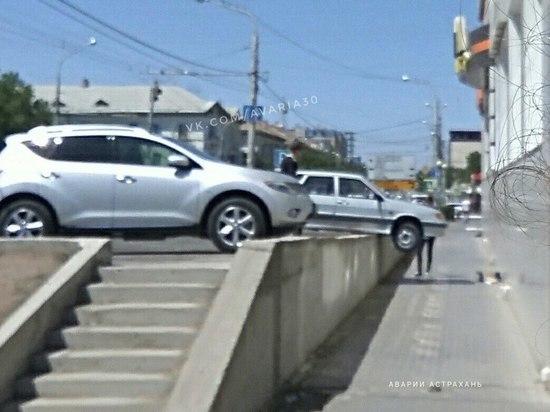 Астраханец повесил свою машину на парковку