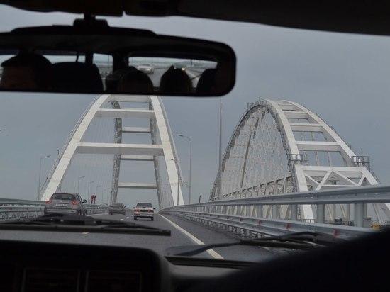 Новое крымское развлечение: по мосту - туда и обратно