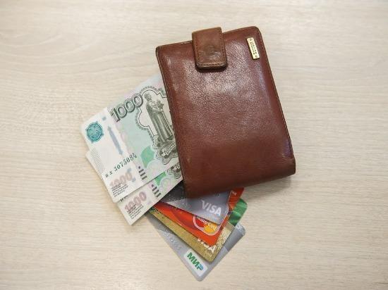 В Красноярском районе женщина нашла чужую банковскую карту и оплачивала ею покупки в магазинах