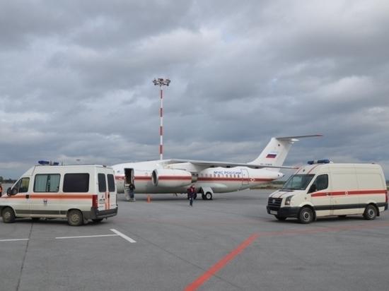В Екатеринбург из Грозного спецборт доставил тяжелобольного ребенка