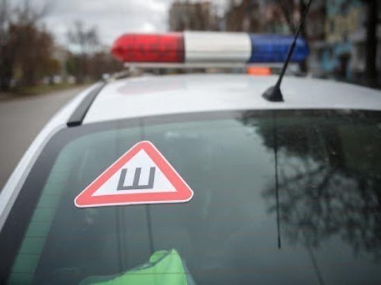 В Новоульяновске легковушка врезалась в дерево на детской площадке