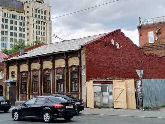 В Самаре городские службы закрасили дом, отреставрированный участниками «Том Сойер Феста»