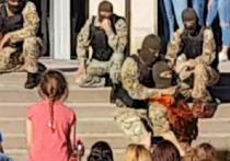 "Украинский спецназовец ""перерезал"" горло противнику на детском празднике"