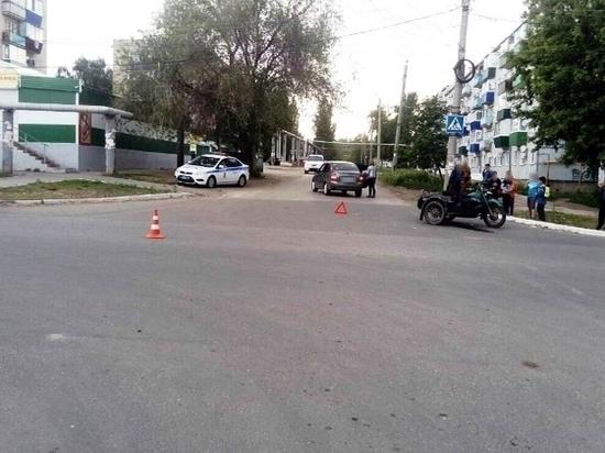 В Октябрьске столкнулись мотоцикл и «Калина»