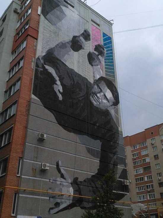 На доме по улице Демократической в Самаре появилось граффити легендарного вратаря Льва Яшина