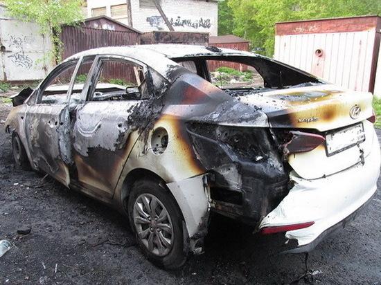 В ночь с субботы на воскресенье в Архангельске сожгли два автомобиля