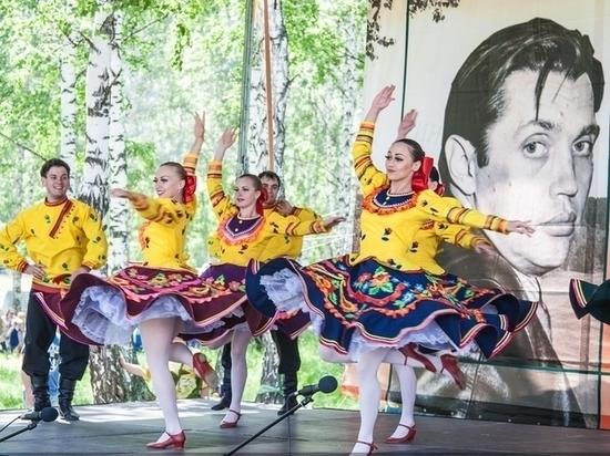 Зураб Церетели приедет в Косиху на открытие его памятника Роберту Рождественскому