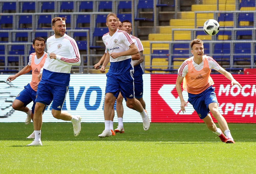 Футболисты сборной России провели тренировку перед матчем с Турцией