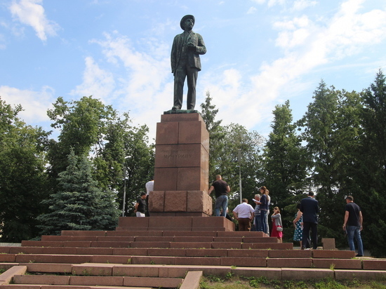 В Тамбовской области начали реставрировать памятник Мичурину