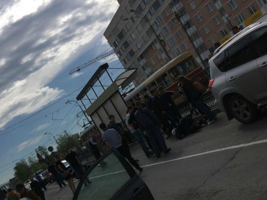 Полицейский-мотоциклист попал в ДТП, преследуя нарушителя в Екатеринбурге