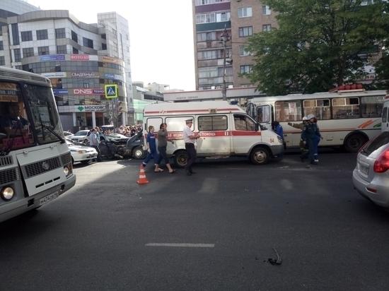 В центре Курска произошло ДТП, есть пострадавшие