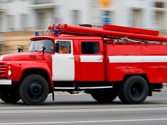 В поселке Ростоши под Оренбургом из-за шалости ребенка загорелся дом