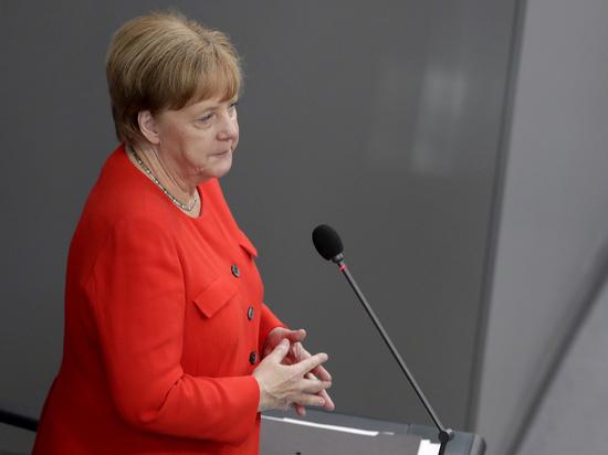 Меркель выступила против возврата РФ в G8