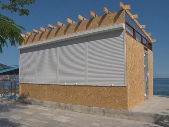 На пляже в Гурзуфе станет одной торговой будкой меньше