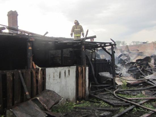 В Чувашии сильный ветер раздул пожар, пострадали три домохозяйства