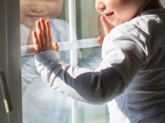 В Тольятти годовалый малыш выпал из окна и разбился насмерть