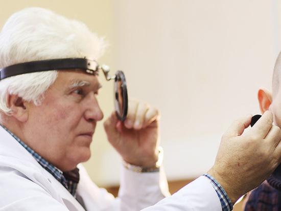 Хирурги достали из ушей школьников микрофоны, застрявшие там на ЕГЭ
