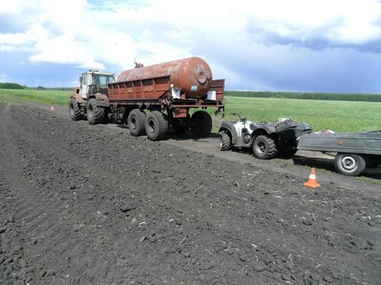 В Староюрьевском районе квадроцикл въехал в трактор: один человек погиб