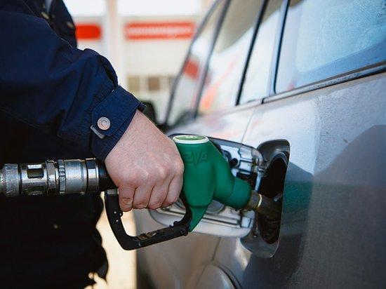 Оренбургстат: за неделю цены на бензин выросли на 2,4%