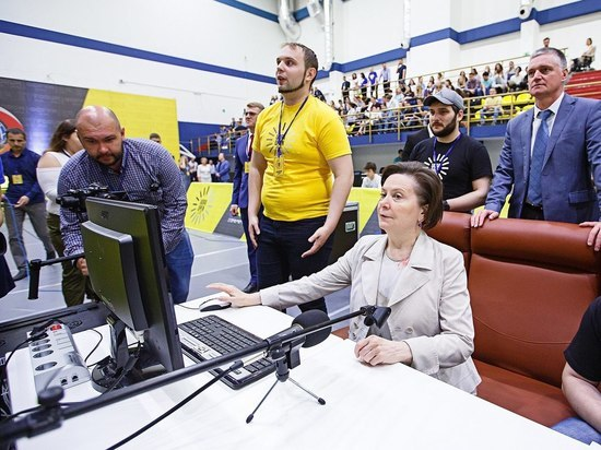 Наталья Комарова открыла плей-офф международного турнира по киберспорту
