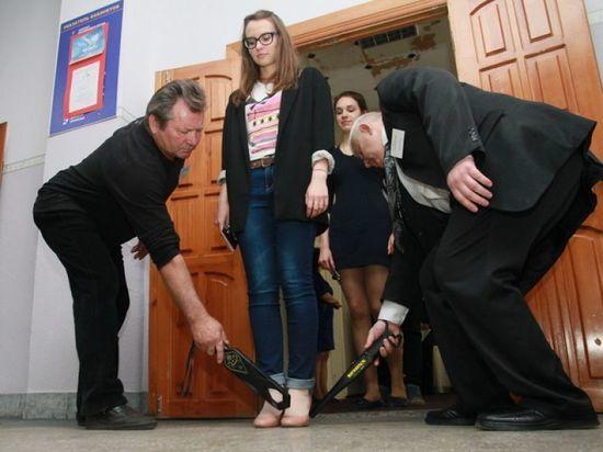 Школьнице пришлось снять нижнее белье, чтобы сдать ЕГЭ: в Минобрнауки Татарстана пожелали организаторам экзамена быть более чуткими к старшеклассникам