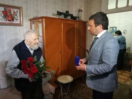 Старейшему в мире ветерану-подводнику вручили Почетный знак