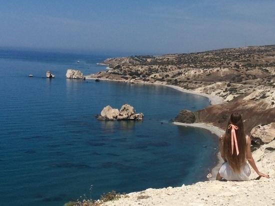 «Бывают курорты и пляжи, простые, как мычанье - но не здесь»