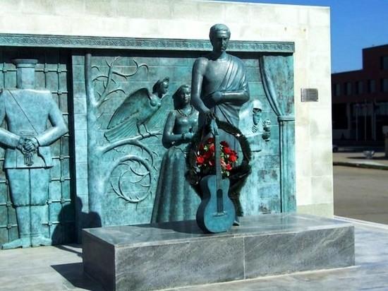 В Самаре памятник Высоцкому вернули на привычное место