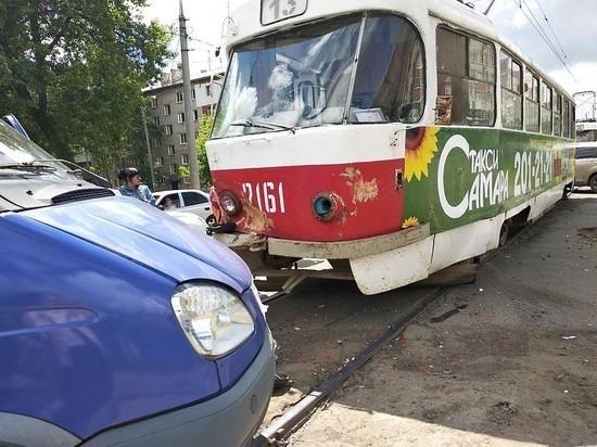 В Самаре на Ставропольской столкнулись трамвай и