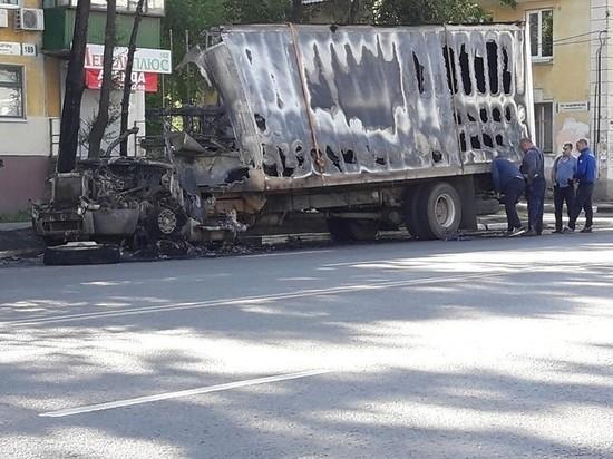 Ночью в Самаре сгорел грузовик