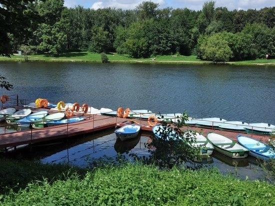 На берегу реки Сухая Самарка сносят лодочную станцию