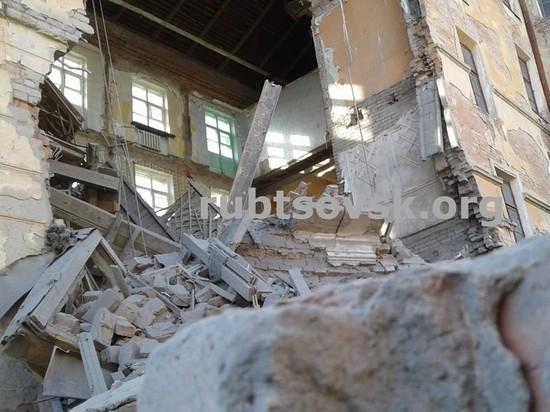 В Рубцовске обрушились стены зданий бывшей гостиницы и полиции