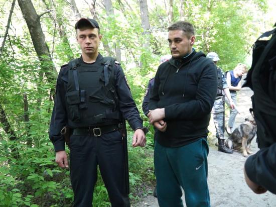 В Барнауле клиенты едва не задушили таксиста и угнали его машину