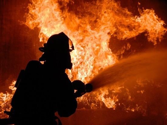 В Нежинке сгорел автомобиль с мини погрузчиком