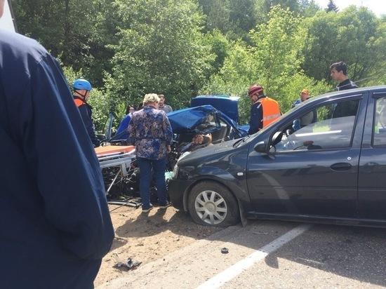 Микроавтобус с пассажирами попал в ДТП под Тверью - есть жертвы