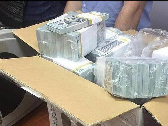На миллиардах полковника Захарченко нашли отпечатки «истинного хозяина»