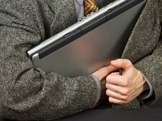 В Оренбурге мастер сервиса присвоил ноутбук клиентки